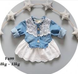V699 - Váy jean liền chân váy trắng cho bé 8kg - 13kg