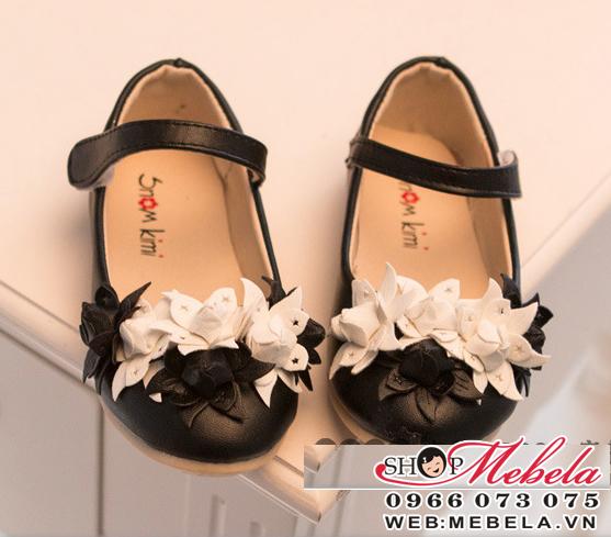 G105 Giầy hoa đen trắng size 26 đến 30 (3 đến 6 tuổi)