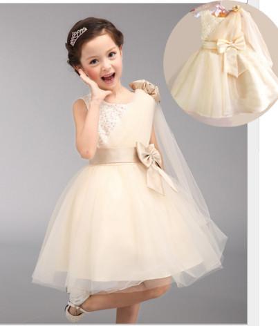 V2071 - Váy dự tiệc màu kem gắn hoa vai cho bé 5,6 tuổi