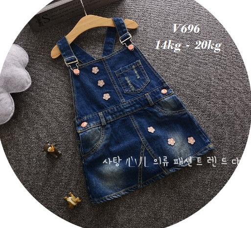 V696 -Váy yếm jean 6 hoa nhí cho bé 14kg - 20kg