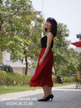 Chân váy lụa màu đỏ. VL.69