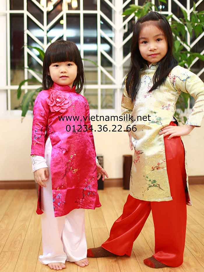 Áo dài truyền thống cho bé gái