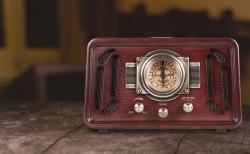 ĐÀI RADIO ĐẶT BÀN VỎ GỖ GIẢ CỔ USB, BLUETOOTH BOHLINJA RP-051