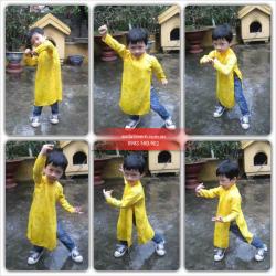 Bé trai tạo dáng với áo dài vàng Thái Tuấn