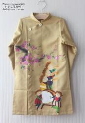 Áo dài vẽ tay cho bé trai vẽ em bé thổi kèn