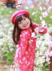 Áo dài truyền thống màu hồng pháo cho bé gái