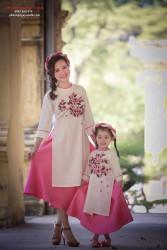 Áo dài mẹ và bé Xuân sang khoe sắc