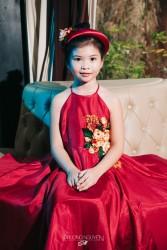 Đầm yếm màu đỏ thêu hoa hồng vàng ĐY02