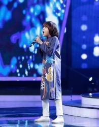 Thiên Khôi - VietNam Idol Kids trong tà áo dài trẻ em PNS