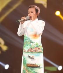 Hồ Văn Cường - The Voice Kids trong tà áo dài cách tân PNS