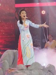 Linh Phương - Thần tượng tương lai trong tà áo dài cách tân PNS