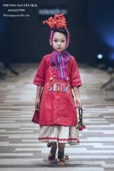 Áo dài bé gái Linen đỏ thêu em bé rẻo cao XTRC.01