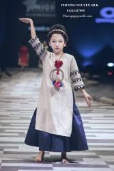 Áo dài bé gái Linen kem kèm phụ kiện XTRC.05