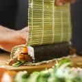 Mành cuộn Sushi bằng tre kèm muôi xới (cỡ vừa)