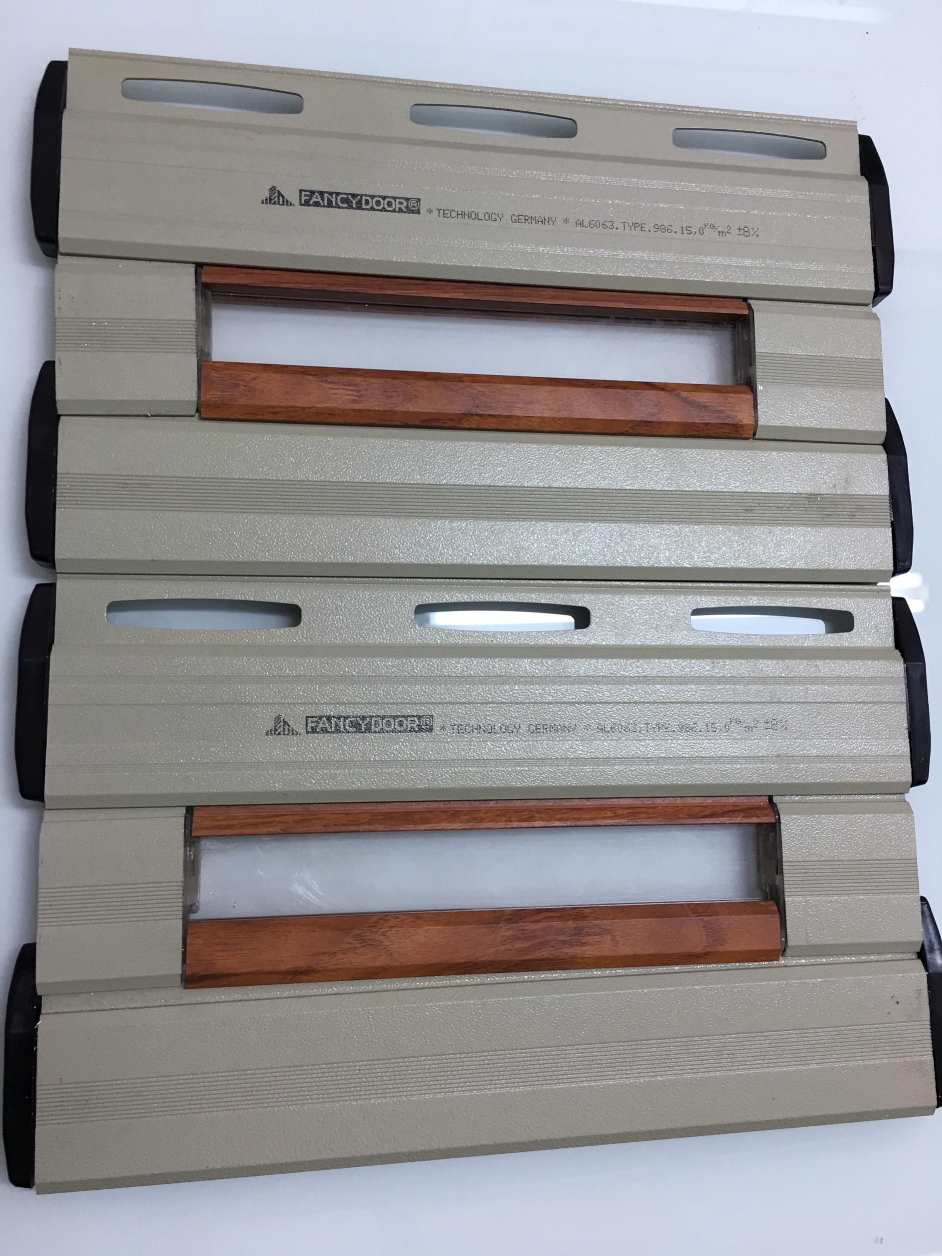 Cửa cuốn khe thoáng xuyên sáng siêu êm, giảm chấn 2 chiều Fancydoor 986